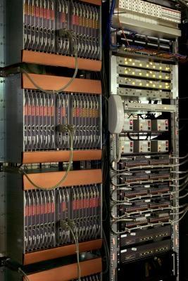 Qual è la definizione di una rete client-server?