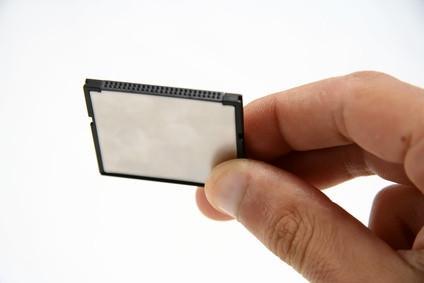 Come collegare Compact Flash Cards in una serie