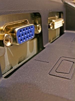 Come collegare un monitor LCD di Apple 24 pollici ad un DVI
