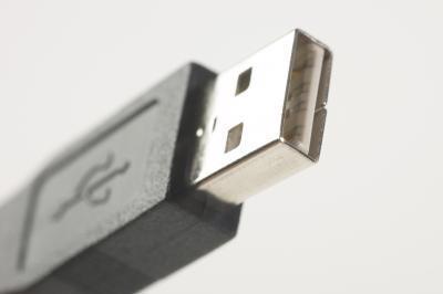 Come rimuovere l'estremità di un cavo USB