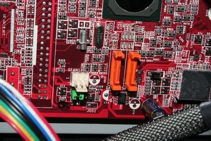 Come collegare un disco rigido SATA a una scheda madre SATA