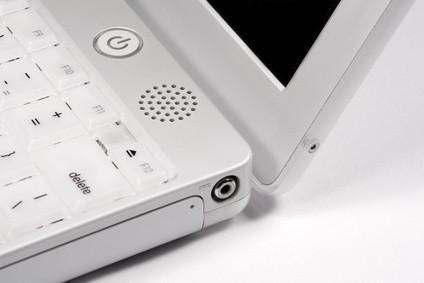 Come pulire un disco rigido iBook Mac