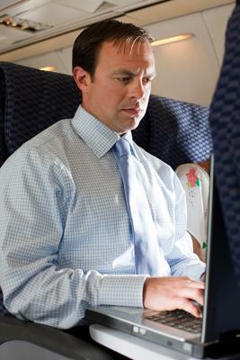 Come utilizzare Internet senza fili su un aereo
