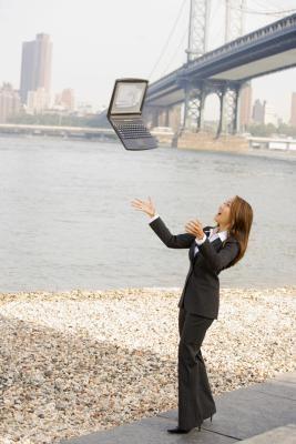 Che cosa succede se ho rotto lo schermo sul mio portatile quando ho fatto cadere?