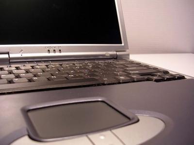 Come pulire lo schermo del computer portatile con Windex