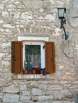 Come faccio a convertire una finestra su un battente?