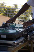 Come utilizzare i programmi DJ in linea