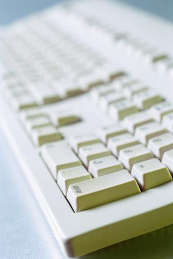 Come aggiungere una tastiera a un computer