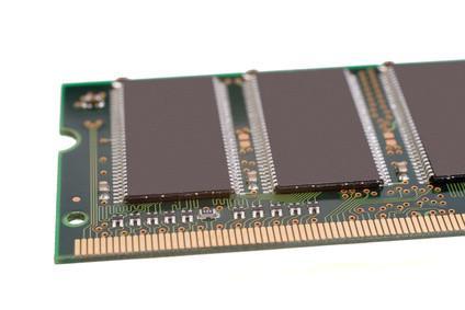 Che tipo di materiale è usato per fare un chip di memoria?