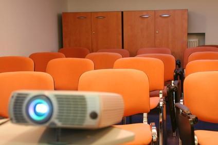 Come usare un video proiettore con un Dell Inspiron 6000 Laptop