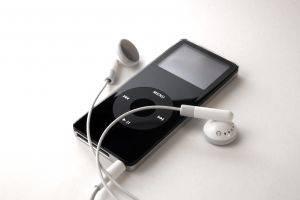 Come posso caricare le canzoni sul mio iPod?