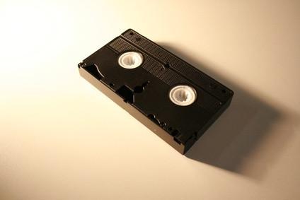 Come utilizzare un sintonizzatore TV per convertire VHS a DVD