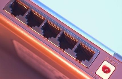 Come collegare uno switch di rete a un router wireless