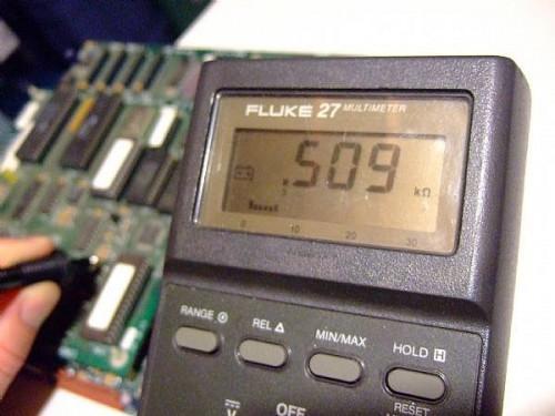 Come utilizzare un multimetro digitale al Test A resistore