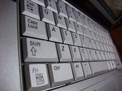 Come pulire sotto una tastiera del computer portatile