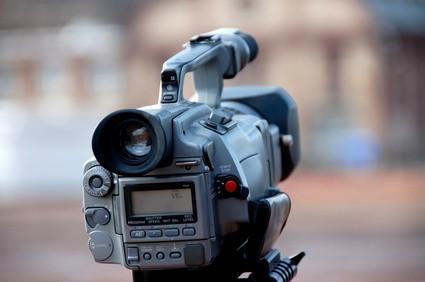 Come caricare una videocamera a un Mac con cavo Firewire