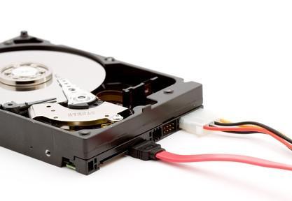 Qual è la differenza tra SATA & IDE disco rigido?