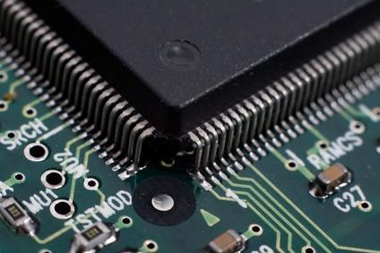 Come sostituire il processore in un Dell Inspiron 8100 Laptop