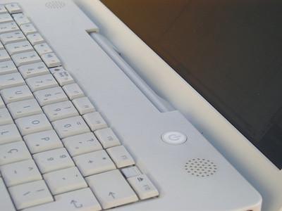 Come sostituire il display LCD per il PowerBook G4 1.67 GHz