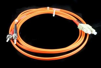 Come a Polacco di un cavo in fibra ottica della luce