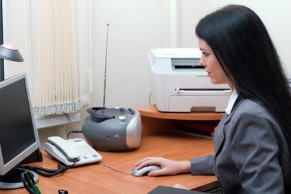 Come eseguire la scansione di documenti a un file per e-mail sul Toshiba eStudio 230