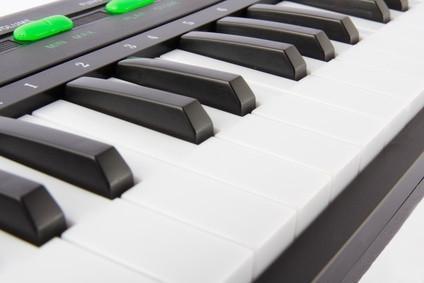 Come usare una tastiera MIDI per attivare Computer Graphics