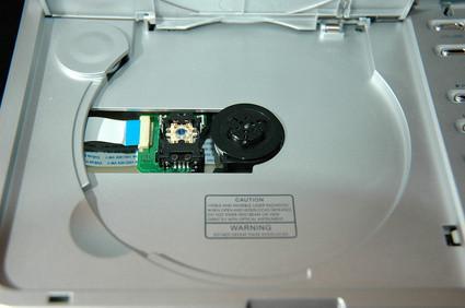 Qual è la differenza tra un DVD ROM-Drive e un DVD-RW?