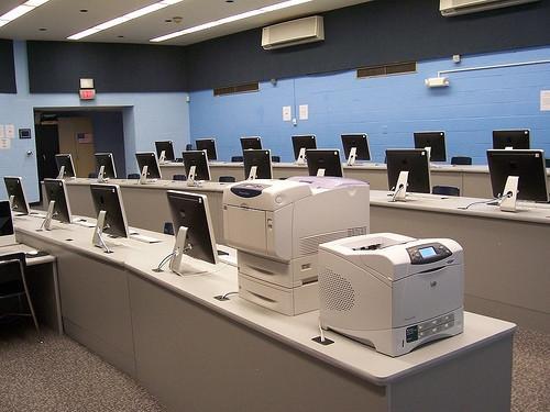 Quando è stato inventato la prima stampante a colori?