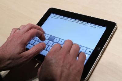 Come ottenere la tastiera su schermo fuori dallo schermo su un iPad