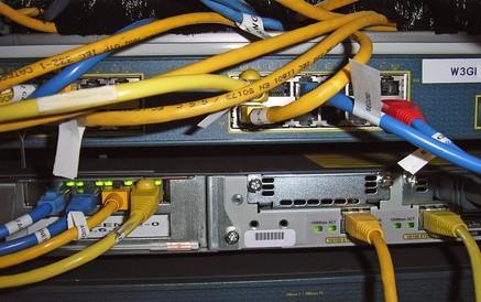 Come configurare un DNS Cisco Router attraverso un router satellitare?