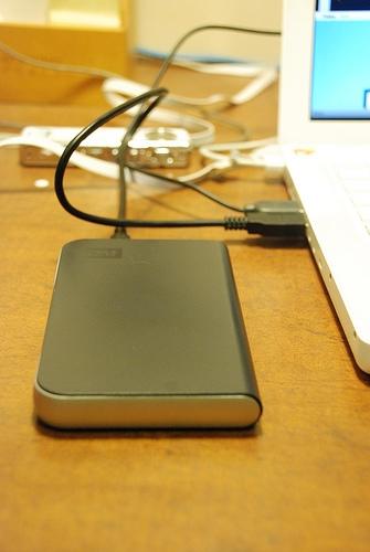 Come aprire un drive USB Western Digital Passport esterno