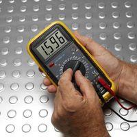 Come misurare scheda audio Tensione di uscita