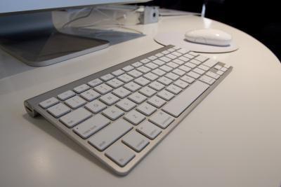 La mia tastiera Apple Wireless luce non lampeggia