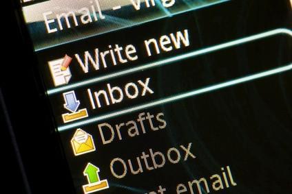 Come salvare file di posta elettronica in Microsoft Office Outlook