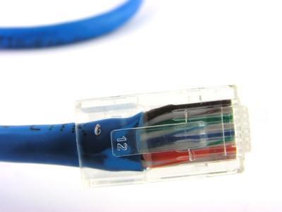 Come configurare due router Cisco per la connessione