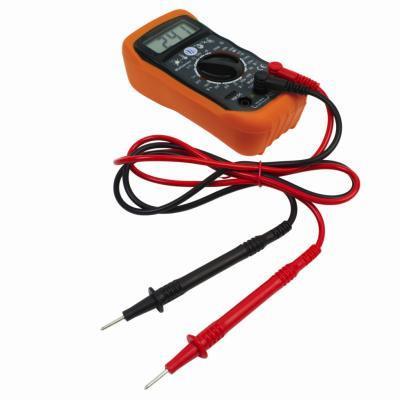Come verificare un Pin AUX collegamento 4 alla scheda madre con un voltmetro