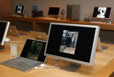 Come si fa a pulire il monitor Apple Cinema Display?
