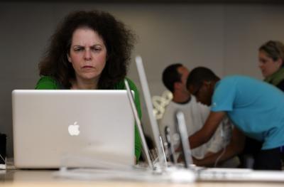 Come eliminare dopo il cursore su un MacBook