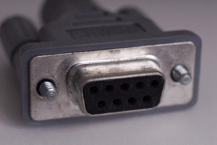 Come fare un cavo con USB su un'estremità e un Adpater seriale sull'altra estremità