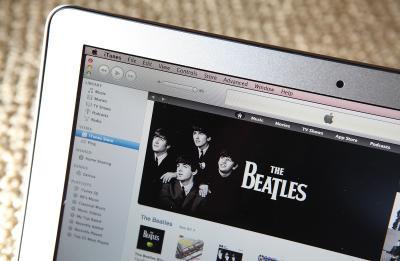 Il mio iTunes è pause tra le canzoni