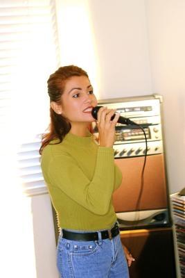 Come masterizzare CDG e MP3 per giocare in un karaoke