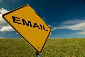 Come posso informare tutti del mio nuovo indirizzo e-mail personale?