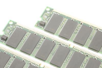Qual è la differenza tra S-RAM & D-RAM?