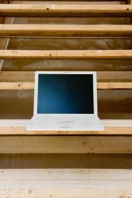 Come utilizzare un monitor per il vostro laptop Separatamente