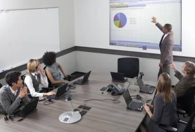 Come preparare una presentazione Tre schermo con PowerPoint