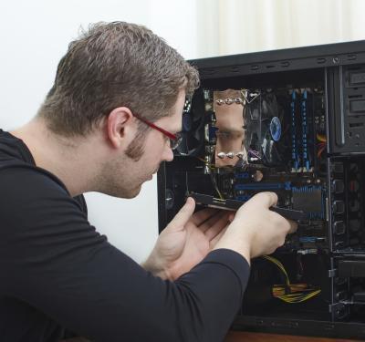 Risorse del computer fa un clic del suono e non si accende