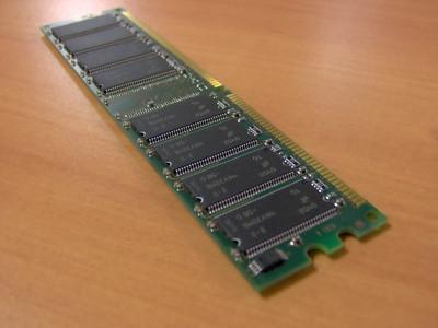 Come installare un aggiornamento del modulo di memoria in un Dell Inspiron 600M