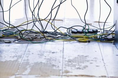 Diversi cavi e connettori utilizzati nei computer