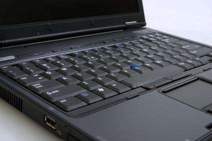 Come rimuovere la tastiera da un computer portatile Sony VGN-A600