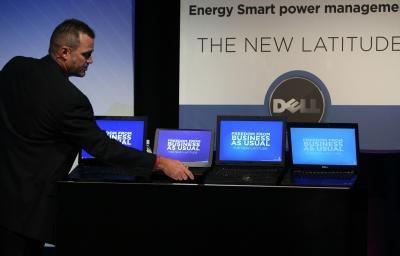 Come faccio a sostituire la batteria interna in un Dell Latitude?